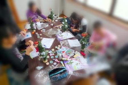 クリスマスツリー作り中の子ども会イベント